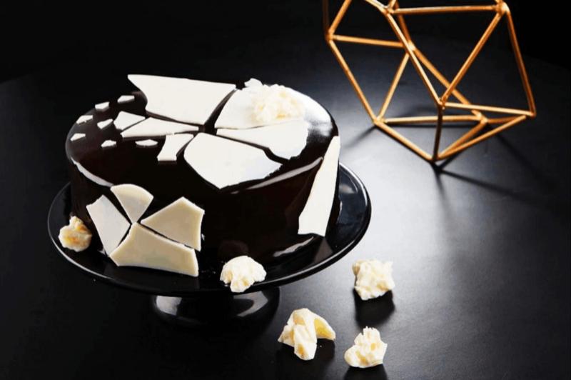 MONOCHROME PANDORA CAKE